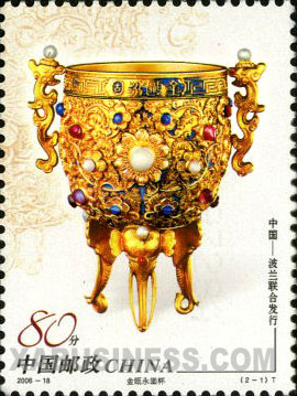 Gold cup inlaid with treasures meaning the stable Qing empire
